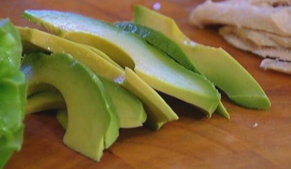 Бутерброды с авокадо и творожным сыром. Рецепты с яйцом, рыбой, огурцом, помидорами, печенью трески, икрой