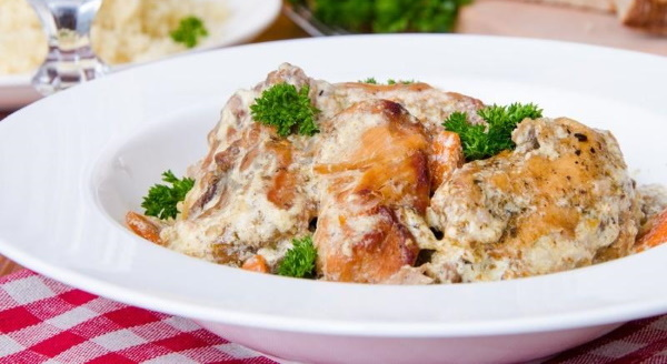 Что приготовить из кролика вкусно и просто в духовке, мультиварке, в сметане, с картошкой