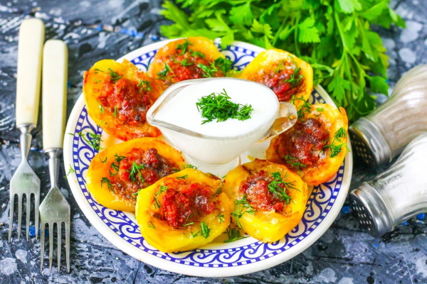 Фаршированный картофель в духовке. Рецепты с фаршем, грибами, сыром