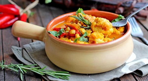 Карри из курицы. Рецепт индийской, по-тайски, японски с кокосовым молоком, рисом, овощами, ананасами