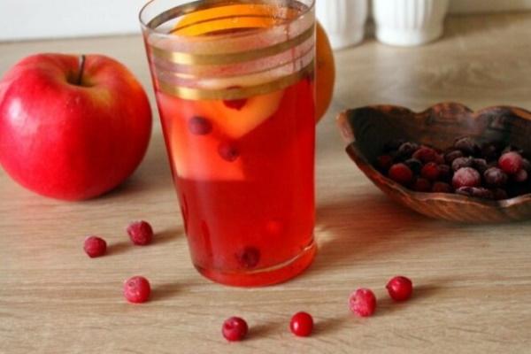 Компот из брусники замороженной, свежей на зиму. Рецепт без стерилизации с яблоками, апельсином, клюквой, лимоном