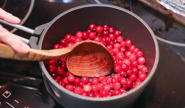 Компот из клюквы замороженной, свежей. Рецепт на 1-2-3-литровую банку, с яблоками, апельсином, лимоном