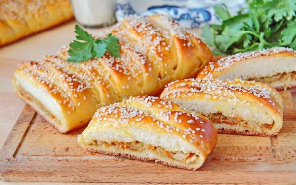 Кулебяка. Рецепт классический с капустой, рыбой, мясом, яйцом, рисом в духовке, мультиварке