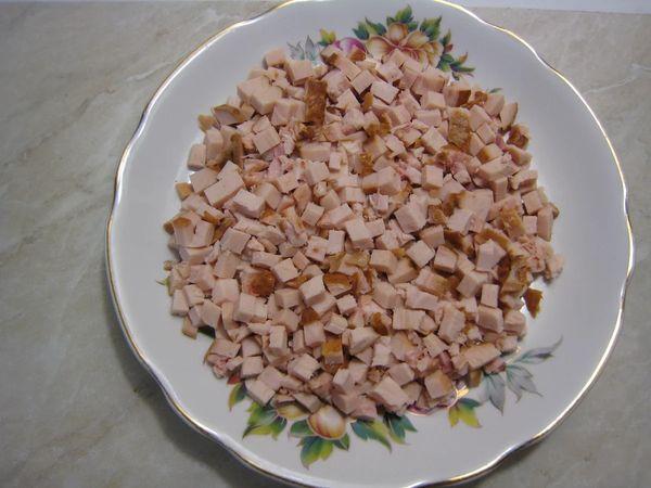 Курица под кайфом салат. Рецепт классический с маком, копченой курицей, сыром, картошкой, кедровыми орешками, маринованным луком