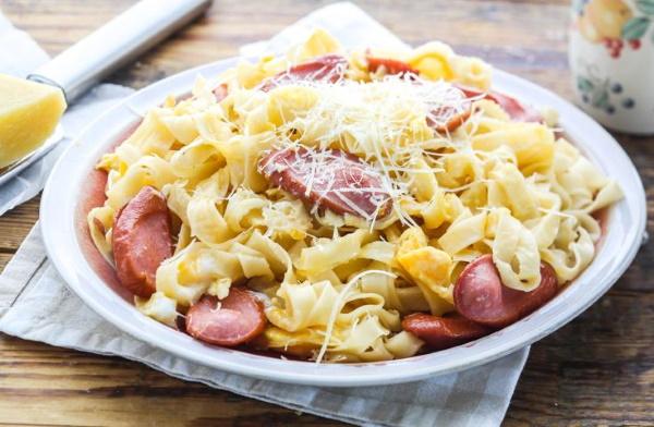 Макароны с сыром и колбасой на сковороде, в духовке, мультиварке. Рецепт с помидорами, яйцом, томатной пастой, грибами