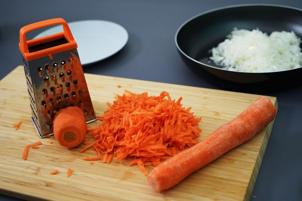Морковные оладьи. Рецепты классические, диетические в духовке, мультипекаре, на пару