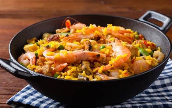 Паэлья с курицей. Рецепт классический с грибами, морепродуктами, овощами, креветками, кальмарами