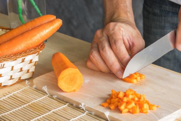 Печень по-строгановски. Рецепт классический в мультиварке, на сковороде со сметаной, сливками, томатной пастой