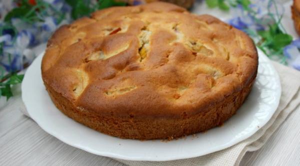 Пирог дрожжевой с яблоками в духовке. Рецепт с фото