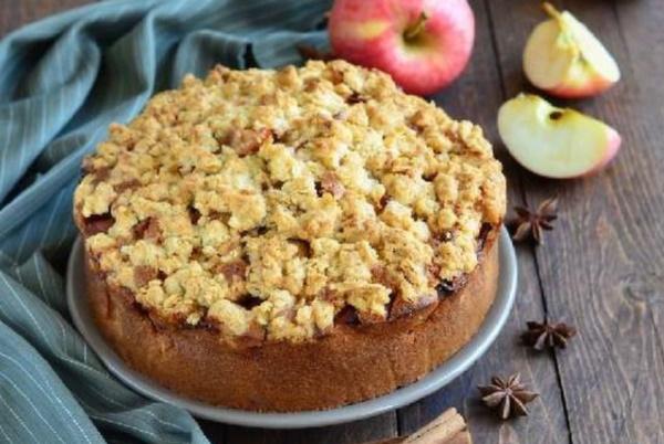 Пирог в микроволновке. Рецепты пышный, легкий, за 5 минут с вареньем, яблоками, какао, творогом. Фото