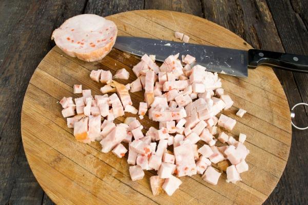 Салат из ананаса и сыра. Рецепт вкусный с чесноком, яйцом слоями простой, кукурузой, курицей, морковью. Пошагово