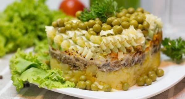 Салат из горошка консервированного, яиц, лука, кукурузы, огурцов. Рецепты