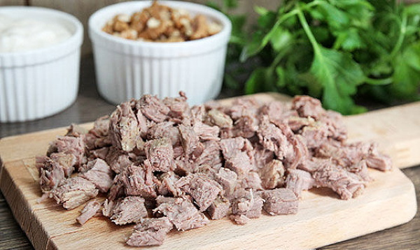 Салат из говядины отварной. Рецепты с огурцами, перцем, картофелем, фасолью