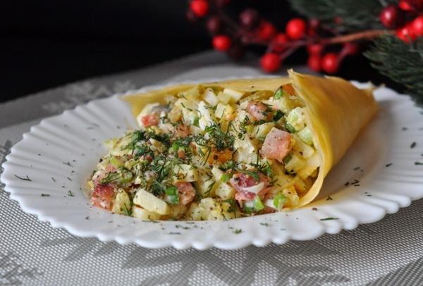 Салат Рог изобилия. Рецепт с курицей, орехами, семгой, морковью, креветками, авокадо