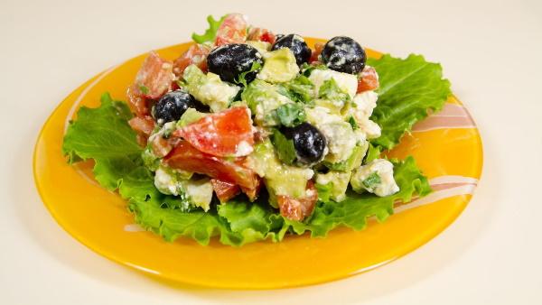 Салат с сыром фетакса. Рецепты с помидорами, огурцами, пекинской капустой, курицей, сухариками