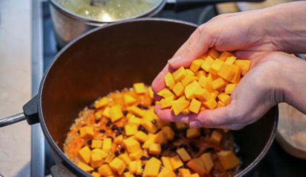 Шавля по-узбекски. Рецепт с курицей, фаршем, картошкой, машем, капустой, тыквой в мультиварке, казане на костре, кастрюле, отличие от плова
