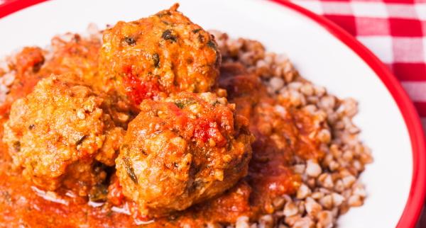 Тефтели в томатном соусе в духовке, мультиварке, на сковороде. Рецепты с рисом, сметаной, макаронами, овощами
