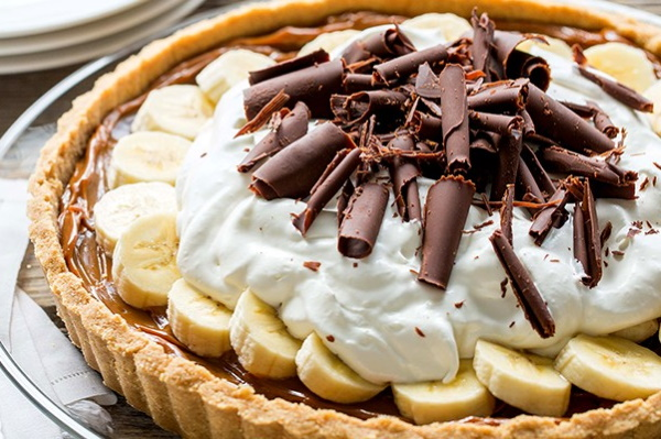 Торт банановый без выпечки быстро, вкусно. Рецепт с печеньем, сметаной, желатином, ореховым кремом, пряниками. Пошагово