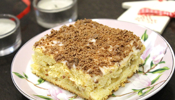 Торты бисквитные с заварным кремом. Рецепт с фруктами, орехами, бананами, клубникой, вишней, шоколадной глазурью