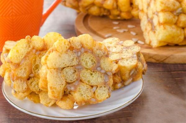 Торт из кукурузных хлопьев без выпечки. Рецепты с заварным, карамельным кремом, сметаной, сгущенкой, творогом