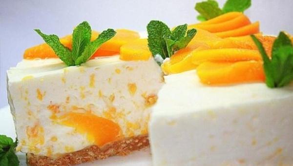 Торты йогуртовые с фруктами, клубникой, ягодами, без выпечки. Рецепт