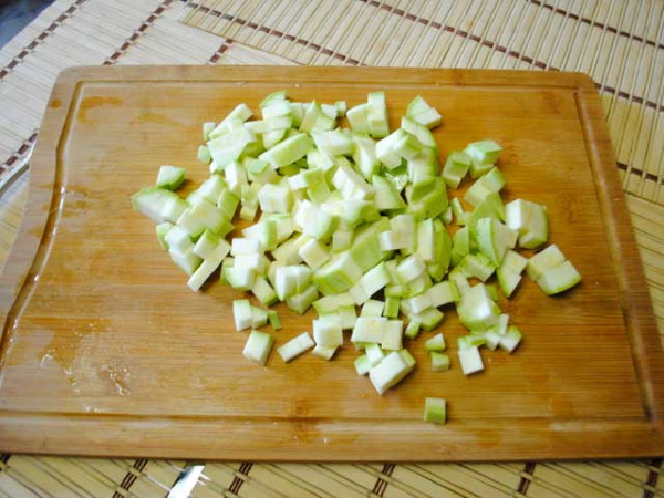 Тушеные кабачки с морковью и луком. Рецепт на сковороде, в мультиварке с помидорами, томатной пастой, картофелем, сметаной
