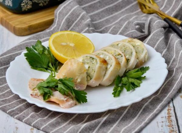 Тушеные кальмары в сметане. Рецепт с луком, на сковороде, в мультиварке