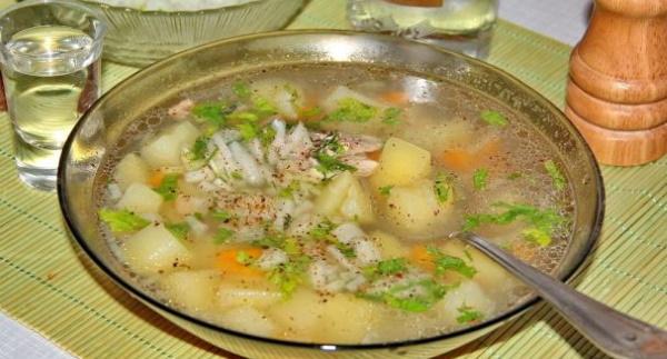 Уха из морского окуня без головы. Рецепт с пшеном, сливками, рисом, яйцом в мультиварке, духовке, горшочке