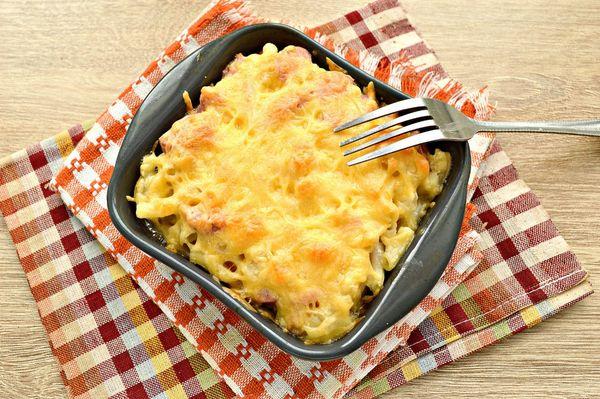 Запеканка из макарон с сосисками в духовке, мультиварке. Рецепты с яйцом и сыром, помидорами