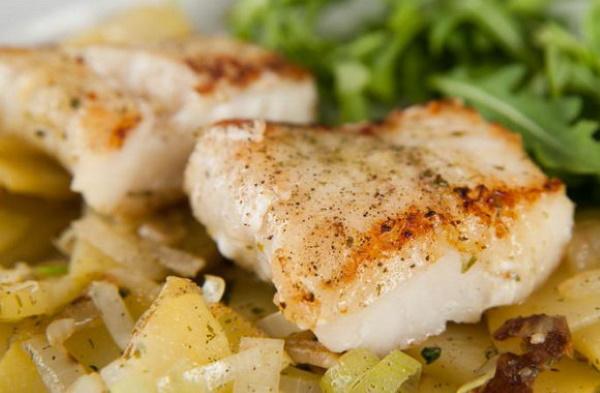 Блюда из трески. Рецепты простые, диетические в духовке, на сковороде на праздничный стол