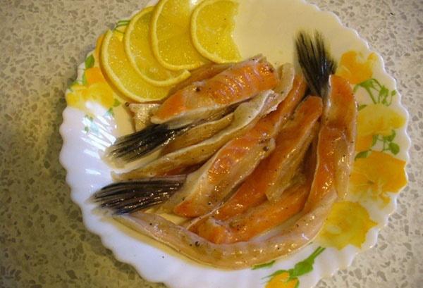 Как засолить брюшки семги. Рецепт в рассоле, соли, масле, без сахара в домашних условиях