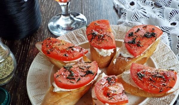 Бутерброды с творожным сыром. Рецепты с фото, рыбой, икрой, помидорами, огурцом