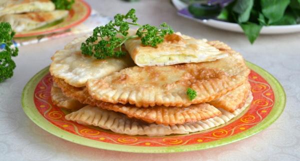 Чебуреки с картошкой. Рецепт на сковороде, в духовке с сыром, грибами, фаршем, мясом, луком