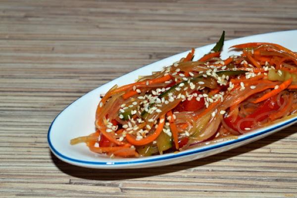 Фунчоза с курицей и болгарским перцем. Рецепты с соевым соусом, терияки, морковью, огурцом