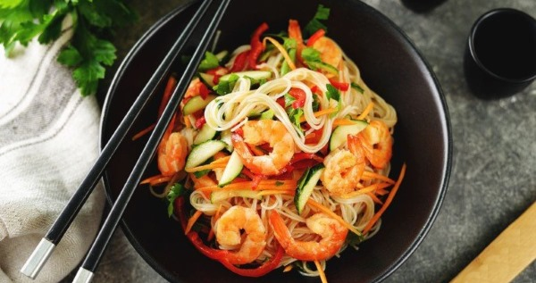 Как приготовить фунчозу вкусно с мясом, овощами, курицей салат по-корейски