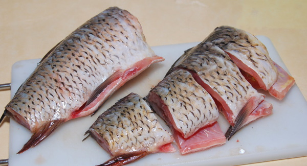 Как жарить рыбу на сковороде с мукой и без. Рецепты с яйцом, луком, панировочными сухарями