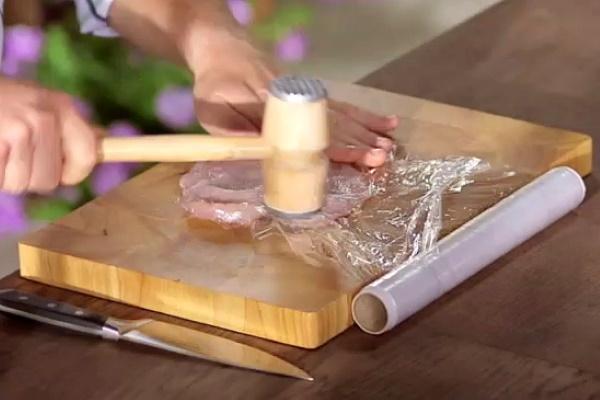 Куриные отбивные в духовке. Рецепты с помидорами, сыром, грибами