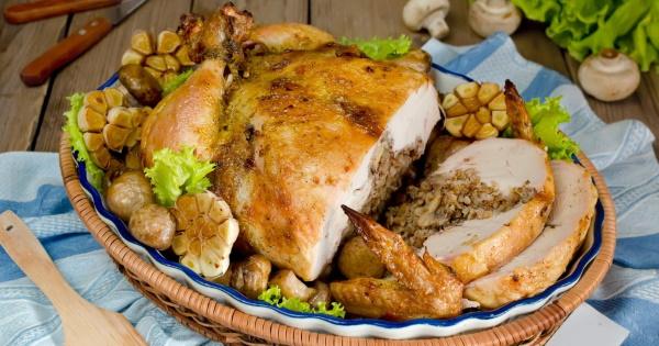 Курица фаршированная гречкой в духовке. Рецепт с грибами, яблоками, черносливом