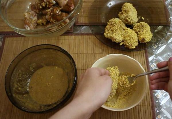 Курица как в КФС (KFC). Рецепт в духовке, на сковороде, с кукурузными хлопьями, чипсами, мукой, крахмалом