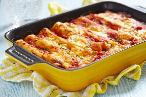 Макароны, фаршированные фаршем в духовке. Рецепт с сыром, грибами, помидорами, базиликом в томатном, сливочном, сметанном соусе