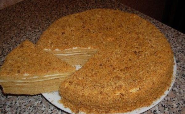 Медовик на сковороде. Рецепт с заварным, сметанным кремом, сгущенкой, жидкое тесто в домашних условиях
