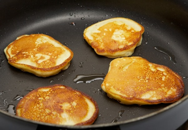 Оладьи из бананов. Рецепт без яиц, муки с рисовой мукой, овсяными хлопьями, кефиром, творогом