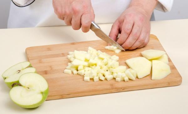 Оладьи из Снежка. Рецепт пышные без яиц с яблоками, дрожжами, бананом, разрыхлителем, корицей