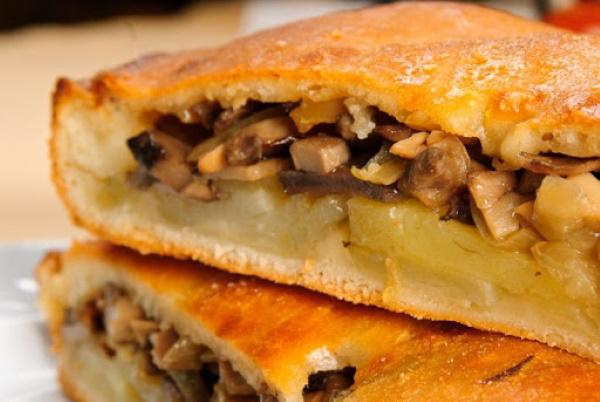 Пирог с картошкой и грибами в духовке, мультиварке. Рецепты из слоеного, дрожжевого теста