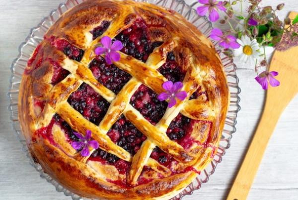 Пирог с замороженной смородиной, свежей. Рецепты в мультиварке, духовке с творогом, сметаной из дрожжевого, песочного теста