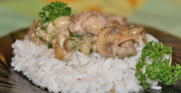 Подлива для риса без мяса с томатной пастой, из моркови, лука, сметаны, на молоке
