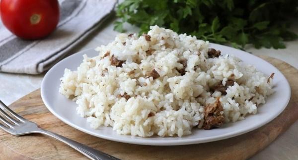 Рис с тушенкой. Рецепт в мультиварке, кастрюле, на сковороде с овощами, томтаной пастой, капустой, грибами
