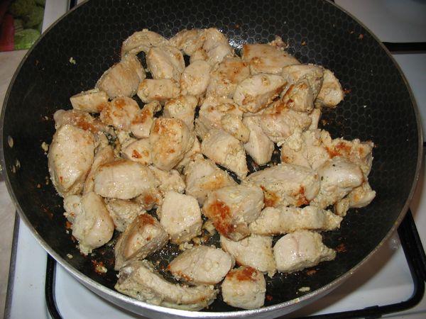 Салат Елисейские поля. Рецепты с колбасой сырокопченой, курицей. Фото