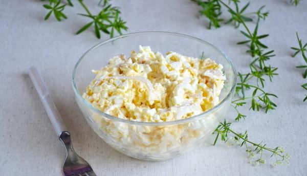 Салаты из кальмаров: классический рецепт с огурцом, сыром, яйцом, картошкой, рисом