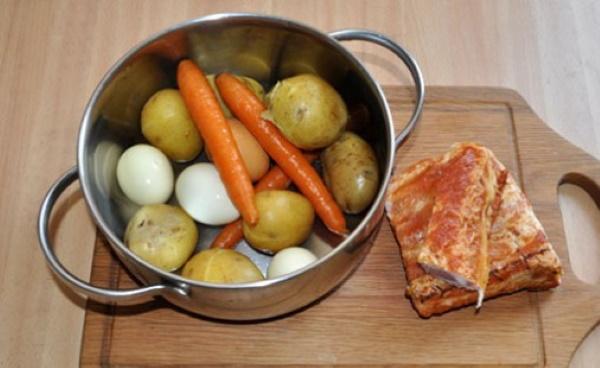 Салат Зимний. Рецепт классический с колбасой, мясом, свежим огурцом, соленым, курицей, говядиной